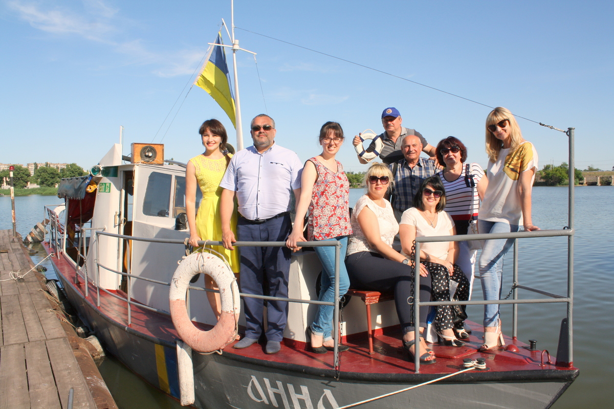 Криворожских журналистов поздравляли на прогулочном катере «Анна»